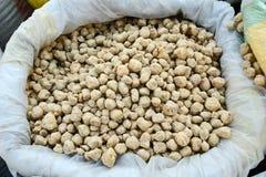 Pedazos de la proteína de soja imagenes de archivo