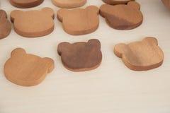 pedazos de madera de la bandeja del oso Foto de archivo libre de regalías