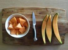 Pedazos de melón a bordo Imagen de archivo