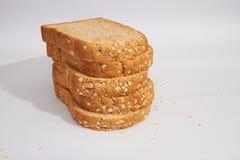 Pedazos de pan del trigo integral Imágenes de archivo libres de regalías