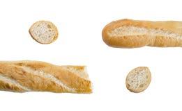 Pedazos de pan o de baguette largo en el fondo blanco Fotografía de archivo libre de regalías