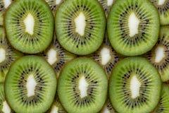 Pedazos de Slised de textura del fondo del kiwi Imagenes de archivo