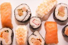 Pedazos de sushi en el fondo blanco Foto de archivo libre de regalías