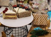 Pedazos de torta en la placa Foto de archivo