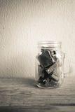 Pedazos del chocolate en la botella de cristal Fotografía de archivo libre de regalías