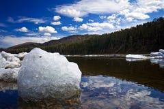 Río después de la deriva del hielo Fotografía de archivo libre de regalías