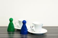 Pedazos del juego con café Imagen de archivo