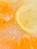 Pedazos del limón y de la naranja Fotografía de archivo