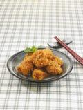 Pedazos del pollo frito del Japonés-estilo del viento Fotos de archivo libres de regalías