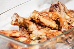 Pedazos del pollo preparados para la barbacoa Imágenes de archivo libres de regalías