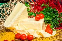 Pedazos del queso del Adygei de hecho en casa Fotografía de archivo libre de regalías
