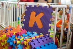 Pedazos del rompecabezas del alfabeto de la espuma, K Foto de archivo libre de regalías