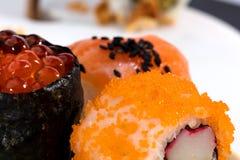 Pedazos del sushi en una fotografía macra Imagen de archivo