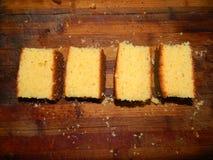Pedazos grandes de la torta fresca tajada de la harina de maíz Fotografía de archivo