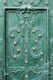 Pedazos hermosos del hierro en las puertas Imagen de archivo