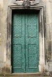 Pedazos hermosos del hierro en las puertas Foto de archivo