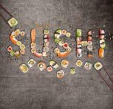 Pedazos japoneses tradicionales del sushi que hacen la inscripción Fotografía de archivo libre de regalías