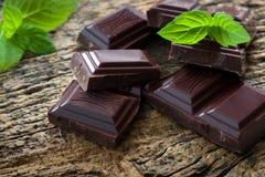 Pedazos oscuros del chocolate Fotos de archivo libres de regalías
