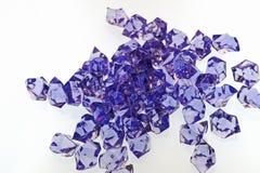 Pedazos púrpuras del vidrio de corte Fotos de archivo libres de regalías