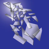 Pedazos que caen de vidrio quebrado en fondo azul Foto de archivo libre de regalías