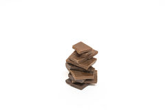 Pedazos quebrados de chocolate Aislado Imágenes de archivo libres de regalías