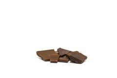 Pedazos quebrados de chocolate Aislado Foto de archivo libre de regalías