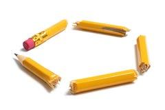 Pedazos quebrados del lápiz imagenes de archivo