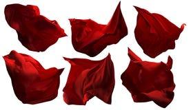 Pedazos rojos de la tela del vuelo, paño que agita que fluye, satén del brillo foto de archivo libre de regalías