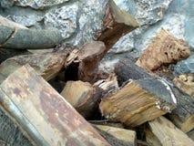 Pedazos y tactos de la madera apilados foto de archivo libre de regalías
