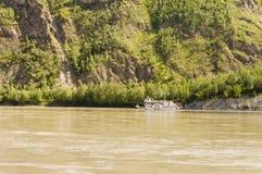 Peddel-speculant op de Yukon-Rivier Royalty-vrije Stock Foto