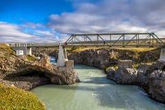 Pedestranbrug in Godafoss in IJsland Stock Foto
