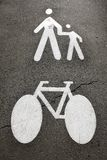 Pedestres e bicicleta Fotografia de Stock Royalty Free