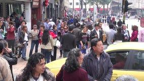 Pedestres, interseção ocupada, congestão video estoque
