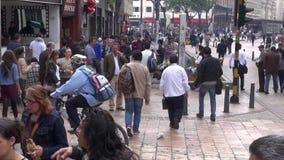 Pedestres, interseção ocupada, congestão vídeos de arquivo