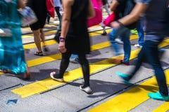Pedestres na central de Hong Kong Fotos de Stock Royalty Free