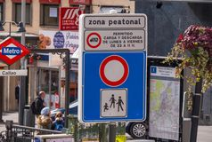 Pedestrian zone street sign at Calleo Square in Madrid Stock Photos