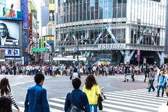 Pedestrians crossing the busiest crosswalk in the world in the Shibuya district in Tokyo, Japan Stock Photos