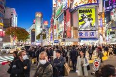 Pedestrians crosswalk przy Shibuya okręgiem w Tokio, Japonia Zdjęcie Stock