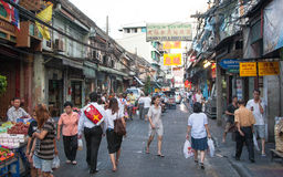 Pedestrians przy ulicą w Chinatown Obrazy Royalty Free