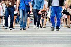 Pedestrians ulicy skrzyżowanie Obrazy Royalty Free