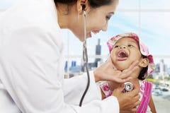 Pediátrico-paciente-cuidado Fotografía de archivo libre de regalías