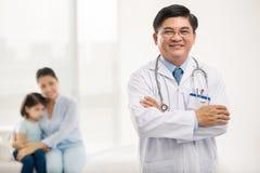 Pediatra vietnamiano Fotos de Stock