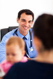 Pediatrician talking mother Royalty Free Stock Photos