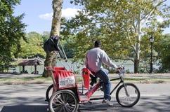 Pedicab在中央公园 免版税库存照片