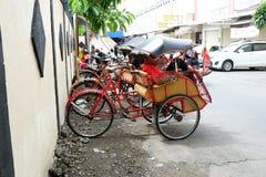 pedicab auf traditionellen Märkten lizenzfreie stockfotos