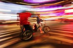 Pedicab i Manhattan, NYC, i rörelsesuddighet Arkivbild