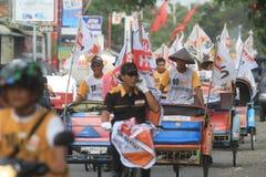 Pedicab ståtar när partiet av demokrati i Indonesien Arkivbilder
