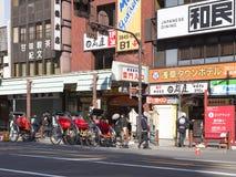 年轻pedicabs在东京,日本 库存照片