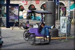 pedicap ο οδηγός παίρνει ένα σπάσιμο Στοκ εικόνα με δικαίωμα ελεύθερης χρήσης