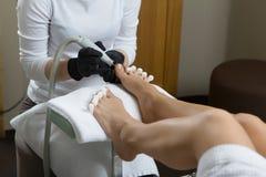 Pedicure στο πόδι γυναικών λάκκας στερεωτικών στιλβωτικής ουσίας καρφιών σαλονιών ομορφιάς Στοκ Εικόνες